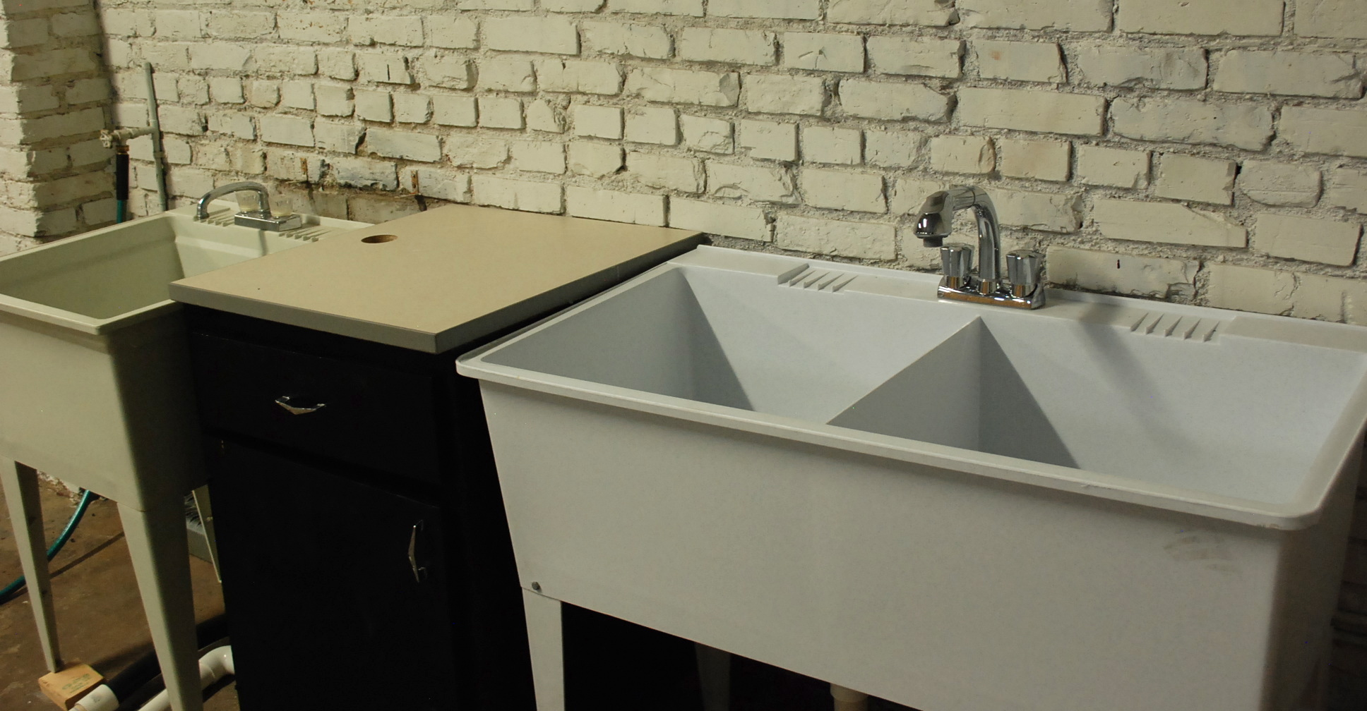 ... The Process Of Renovating The Space, But So Far They Have Over Head  Fluorescent Lighting, Electrical Outlet Access To Every Studio And 2  Utility Sinks; ...
